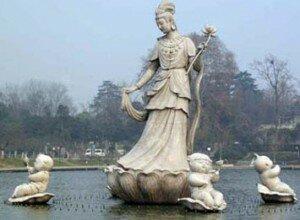 Памятник в Китае, фея луны
